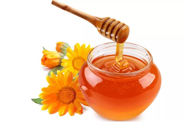 Рецепты лучших омолаживающих масок из мёда для лица в домашних условиях....