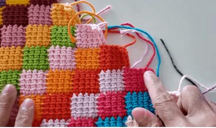 Удивительные ромбы крючком: многоцветный узор, доступный даже новичкам