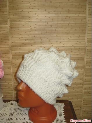 Красивый вязаный комплект: шапка и снуд...